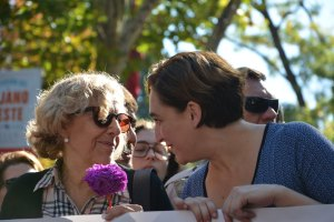 Manifestaci—n contra la violencia machista en Madrid. 7 de noviembre de 2015. Carme Chac—n, ex ministra de Defensa. Manuela Carmena, Alcaldesa de Madrid y Ada Colau, Alcaldesa de Barcelona.